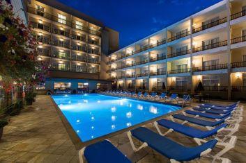 Coast Capri Hotel in Okanagan Valley